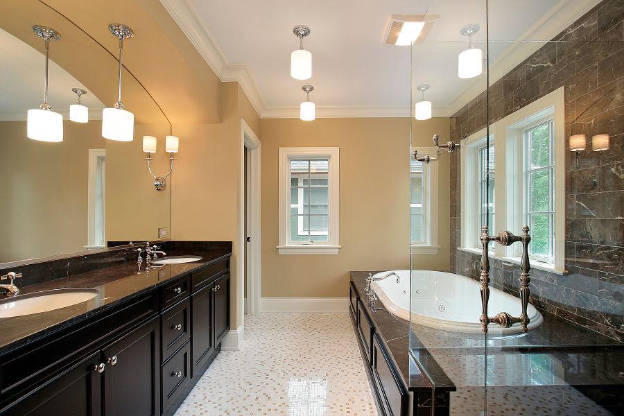 Oświetlenie sufitowe do łazienki - sprawdź, jak je zaprojektować