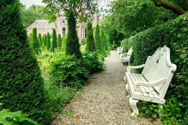 Drewniane meble do ogrodu - poznajmy ich zalety